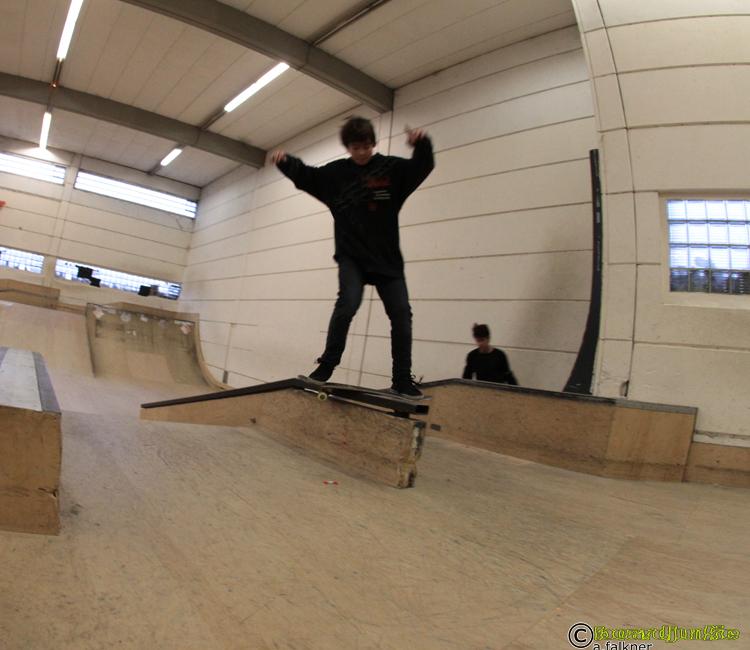 Thomas Ammelburger beim Boardslide - aufgenommen für www.boardjunkie.de