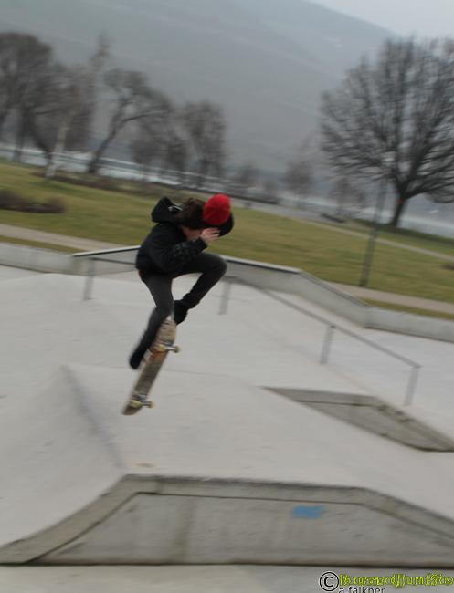 boardjunkie Thomas im Skatepark Bingen - aufgenommen für www.boardjunkie.de